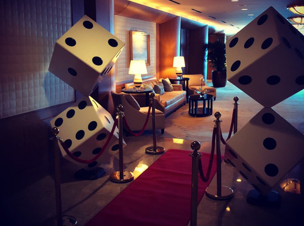 Large Casino Dice Rentals, Giant Dice theme event decoration, rental and entertainment. Miami, Boca Raton, Fort lauderdale, Weston, Palm Beach, South Florida. Casino party Large Casino Dice Rentals